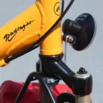 faiv Scheinwerferhalter - Der faiv-lowrider ist für die Montage eines Scheinwerfers vorbereitet. Der Scheinwerferhalter befestigt den Scheinwerfer vor der Gabelkrone im gefederten Bereich. So liegt er auch gegen äussere Einwirkungen weitgehend geschützt.
